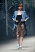 """Fashion model wears clothes made by Even East on """"CRO A PORTER"""" show — Stock Photo"""