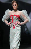 """Fashion model wears clothes made by Teo Peric on """"CRO A PORTER"""" show — Zdjęcie stockowe"""