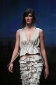 """Fashion model wears clothes made by Sonja Lamut on """"CRO A PORTER"""" show — Stockfoto"""