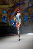 """Fashion model wears clothes made by Zigman on """"CRO A PORTER"""" show — Foto de Stock"""