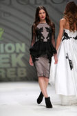 Fashion model wearing clothes designed by Avaro Figlio on the Zagreb Fashion Week on May 09, 2014 in Zagreb, Croatia — Stock Photo
