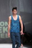 Manken üzerinde 09 nisan 2014, zagreb, hırvatistan zagreb moda haftasında toni rico tarafından tasarlanan kıyafetleri — Stok fotoğraf