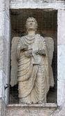 Ange, statue de marbre sur le baptistère, Parme, Italie — Photo
