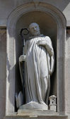 Statue of saint, church of Saint John the Evangelist. Parma. Italy — Foto de Stock