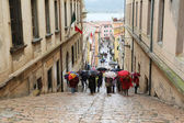 Tourists walking up stairs in street on May 03, 2014 Portoferraio, Italy — Stock Photo