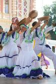 Membres du folk groupe Fondation folklorique colombia de santiago de cali, Colombie durant la 48e festival international de folklore dans le centre de zagreb, Croatie le juillet 17,2014 — Photo