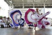 Miembros del popular grupo fundación de folclore de colombia de santiago de cali, colombia durante el 48 festival internacional de folclore en el centro de zagreb, croacia en julio 17,2014 — Foto de Stock