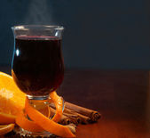 Mulled wine with orange and spices on the table — Stock Photo
