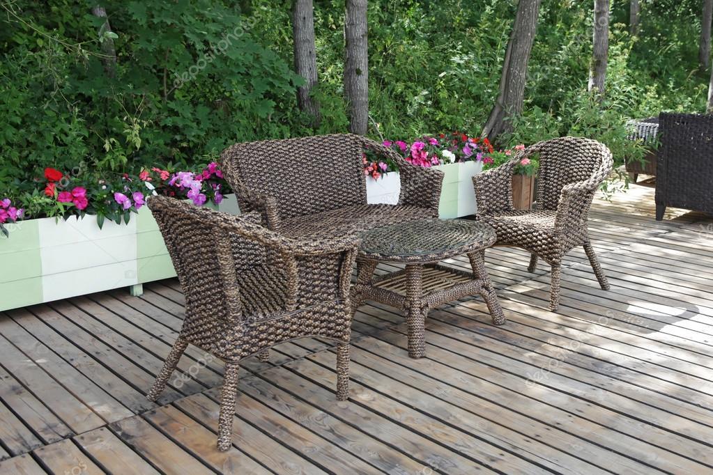 藤庭院椅子和桌子