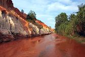 Red Canyon between jungle. Vietnam — Stock Photo