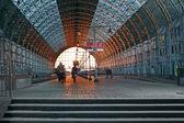 крытая железнодорожная станция — Стоковое фото