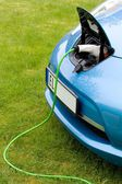 Charging an electric car — Stockfoto
