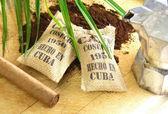 Cigarro y el café cubano — Foto de Stock
