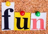 The word fun in cut out magazine letters pinned to a cork notice — Stockfoto