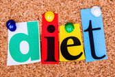 The word diet in cut out magazine letters pinned to a cork notic — Foto Stock