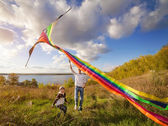 Father with son in autumn playing with kite — Stock Photo