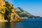 Landschap uitzicht op bergen en zee in montenegro — Stockfoto