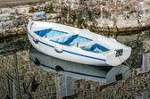 Alte weiße Holzboot — Stockfoto