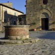The medieval well in Monteriggioni — Stock Photo
