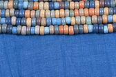 Tela azul con granos coloreados — Foto de Stock