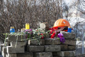 Flowers on the barricades of Kiev — Stock Photo