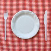使い捨て可能な紙皿. — ストック写真