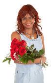 幸せなアフリカ系アメリカ人女性が彼女のバラとポーズ — ストック写真