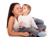 Mutlu bir çocuğun annesiyle — Stok fotoğraf