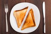 Gegrilltes sandwich auf platte — Stockfoto