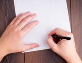 Birisi sözleşme imzalama — Stok fotoğraf