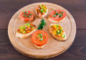 Delicious bruschetta with vegetables and herbs — Stock Photo