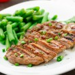 Beef steak with green beans — Stock Photo