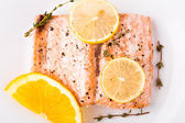 Salmon fillet with citrus and thyme — Stockfoto
