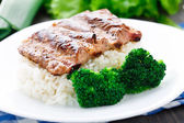 Grilled ribs with rice and broccoli — Stock Photo