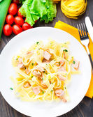 Delicious fettuccini with salmon — Stockfoto