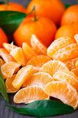 Mandarinas sobre fondo de madera — Foto de Stock