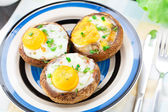 Stuffed mushrooms with eggs — Stockfoto