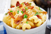 Mac and cheese with bacon — Stock Photo