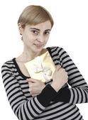 Jovem mulher segurando um presente — Fotografia Stock