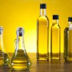 Olive oil bottle — Stock Photo