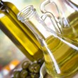 Olive oil and olives — Stock Photo #14213083
