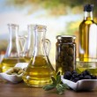 Olive oil and olives — Stock Photo #14215087
