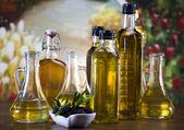 Fresh olives, olive oil — Stock Photo