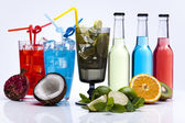 Alcool di cocktail, bevande con frutti — Foto Stock