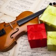 Gift and violin — Stock Photo