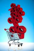 Nákupní košík s projevem procenta, prodej — Stock fotografie