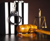 Handcuffs, Legal gavel — Stock Photo