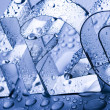 H2O letters and waterdrops — Stockfoto