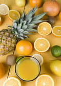 Orange juice and fresh fruits — Стоковое фото