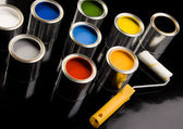 Cans of paint and roller — Foto de Stock